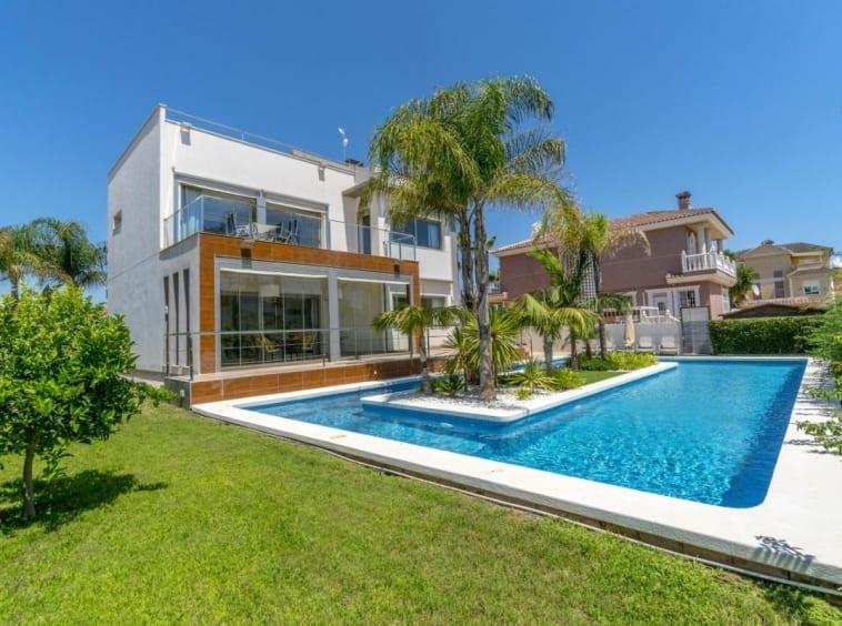 Luxury Villa in La Zenia
